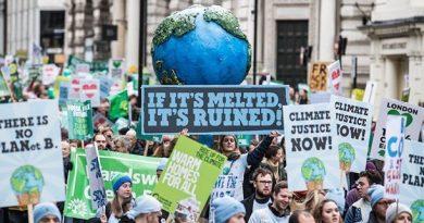 Gli studenti invadono le piazze: manifestazioni per il clima in tutto il mondo